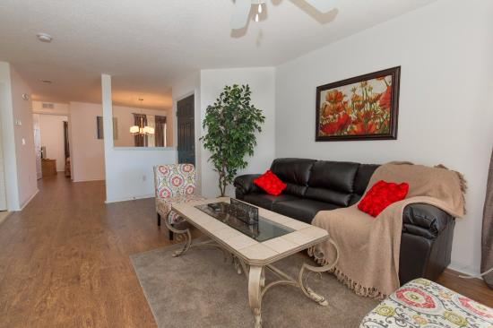 Grand Palms: family room