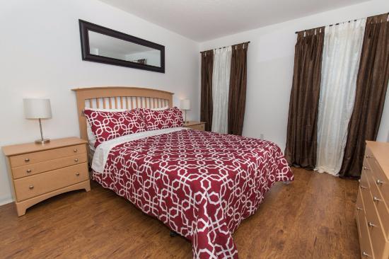 Grand Palms: bedroom - queen