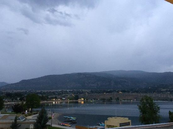 Penticton Lakeside Resort Convention Centre & Casino: View from my room (cloudy, but beautiful!)