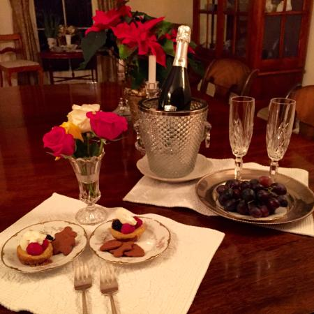 Blackinton Manor Bed & Breakfast: NYE nightcap