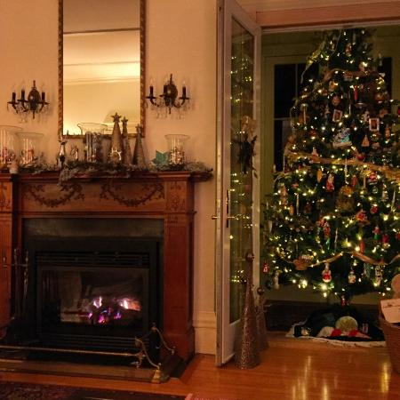 Blackinton Manor Bed & Breakfast: Christmas fire