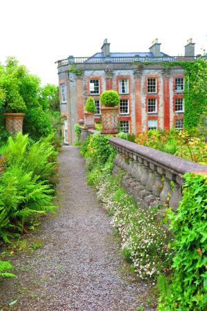 Bantry House & Garden: garden paths