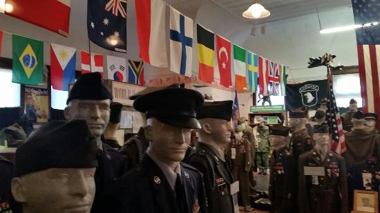 Pontiac, IL: Livingston County War Museum