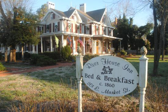 River House Inn : from the front yard... amazing history here