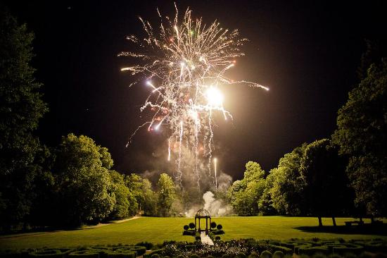 Challain-la-Potherie, Prancis: Fireworks display: Picture does not do the display justice!