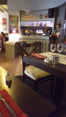 La table d'Owen : la salle du restaurant rez de chaussee