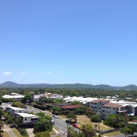 Coolum Beach, ออสเตรเลีย: View to hills from rear balcony