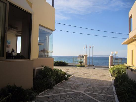 Golden Bay Hotel: View from outside of lobby
