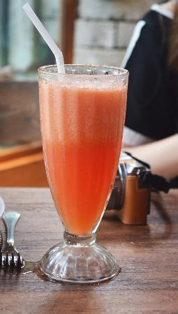 Bali Zoo: fresh watermelon juice