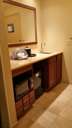 Hampton Inn & Suites Bloomington-Normal : Entryway, king suite