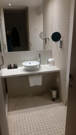 The Gibson Hotel: Bathroom