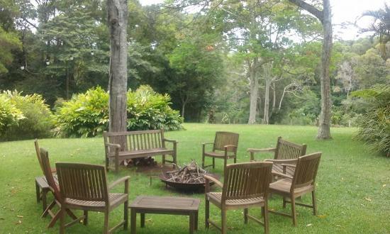Spicers Tamarind Retreat: Sitting area near restaurant
