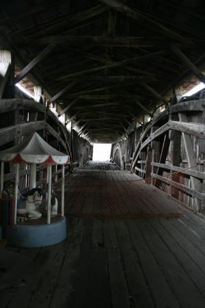 Mill Bridge Village & Campresort : Inside the Covered Bridge