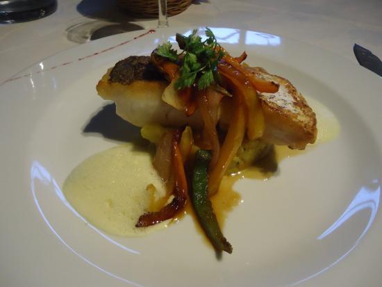Magescq, Francia: Merlu à l'émulsion de curry et légumes cuits au wok