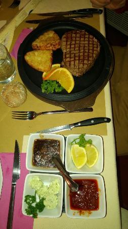 Hotel Rely: Pesce??? No grazie.... D'inverno il filetto di manzo mangiato qui è FaNtaStiCo!!!😋