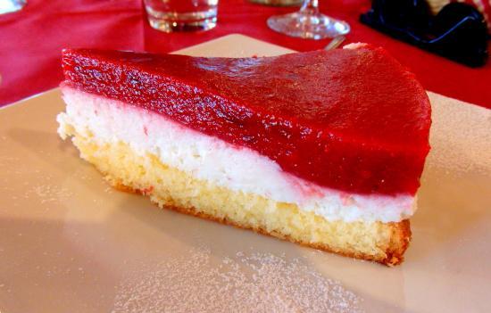 Bezzecca, Italien: Torta di Fragole e Ricotta prodotta in azienda