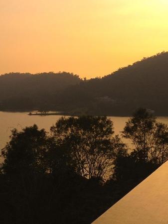 The Lalu Sun Moon Lake: Sunset over SunMoon Lake