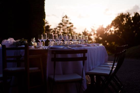 Monticiano, Itália: The table setting at sundown