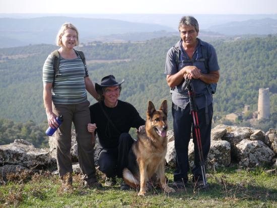 Hostal Cal Jaumet : Mit Jako und Chef auf der Wanderung nach Vallferosa.
