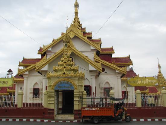 Wat Pha Jao Lung: sur le rond-point
