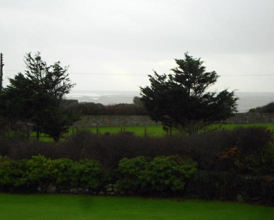 Morlyn Guest House: View from rear over the sea