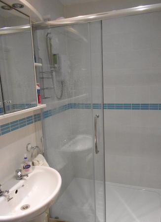 Morlyn Guest House: Lovely large shower