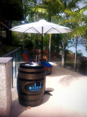 Fitzroy Island, Australia: How about quick foot massage beside the pool