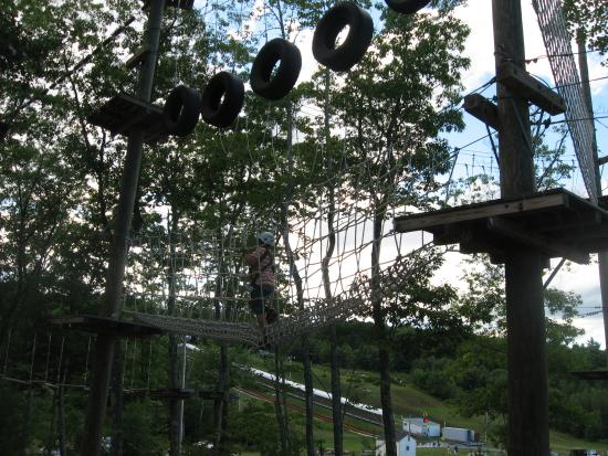 Windham, Μέιν: Ropes course out back