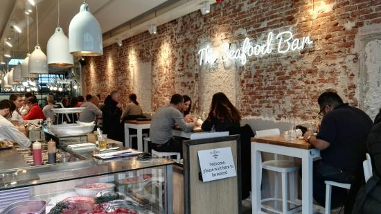 The seafood bar picture of the seafood bar amsterdam for Seafood bar van baerlestraat