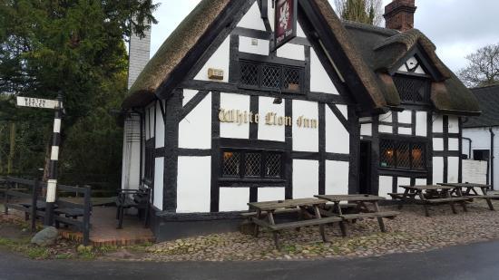 Barthomley, UK: Outside view of the White Lion Pub
