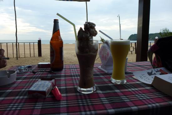 Leckere Kaltgetränke - Picture of Om Sai Beach Huts, Agonda ...