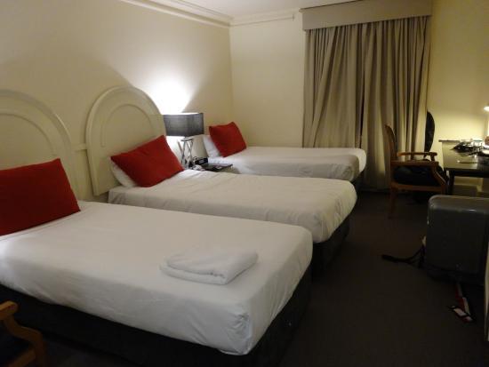 バイブ サボイ ホテル メルボルン, アップグレードの部屋はなぜかベッドが3つ
