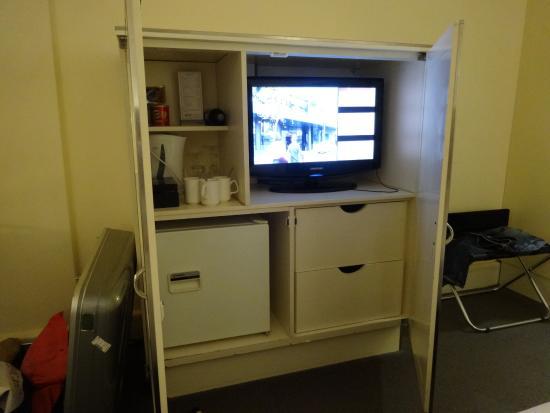 バイブ サボイ ホテル メルボルン, テレビが扉の中でちょっと見ずらい