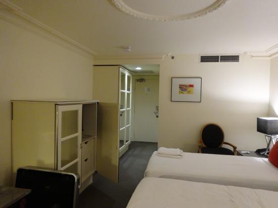 バイブ サボイ ホテル メルボルン, 部屋の入口方向