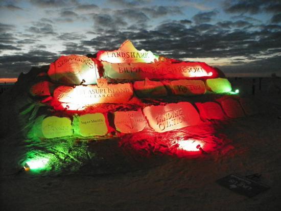 Bilmar Beach Resort: Escultura em frente ao hotel