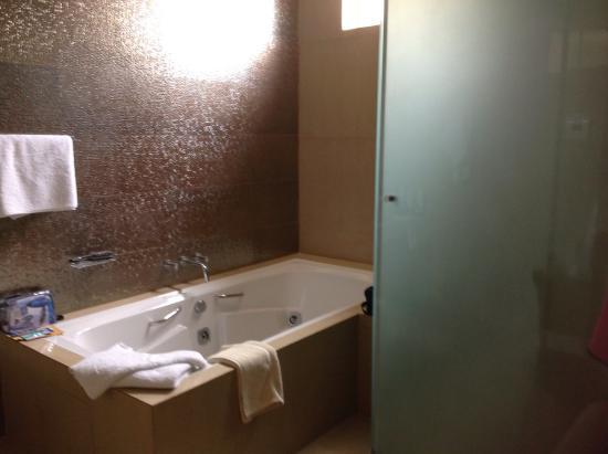 Yacuiba, Боливия: Bad mit Dusche