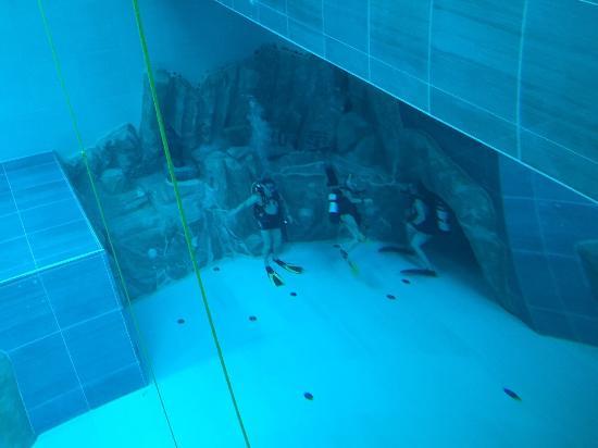 Grotta y40 foto di y 40 the deep joy montegrotto terme for Y 40 piscina