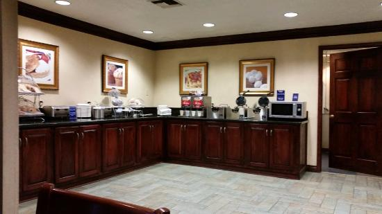 Best Western Irving Inn & Suites at DFW Airport: Kitchen area