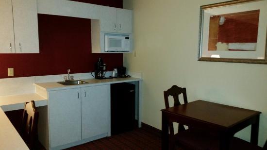 Irving, TX: King Suite kitchen