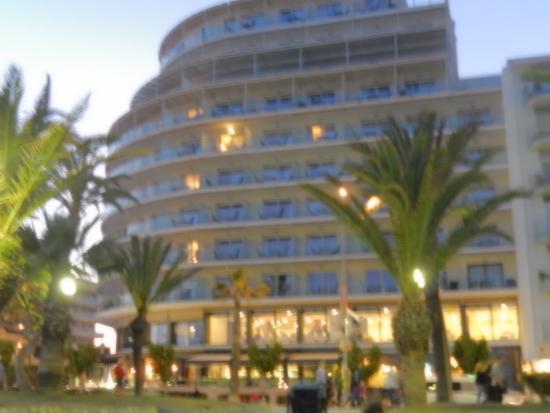 Hotel Calipolis: Vivew of Calipolis Hotel from street