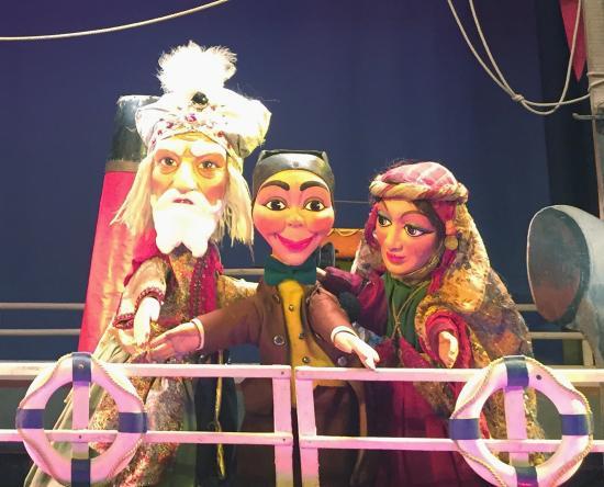 Les trois petits cochons picture of les marionnettes du for Buvette des marionnettes du jardin du luxembourg