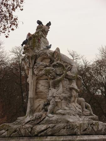 Nimes, France: Les statues des jardins de la Fontaine