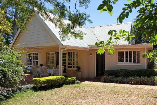 Umdoni: Seperate house with the Phondo and Ntondozi suites.