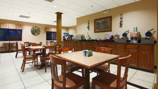 Best Western Plus The Woodlands: Breakfast Room