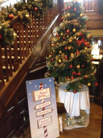 Seasonal decorations while dining at the Howgate
