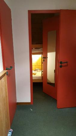 AEC Vacances - Les Becchi : Fonctionnel mais l'état de la salle de bain est très médiocre.