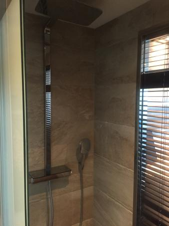 Bimini: Shower with multiple showerheads; wand and overhead/rain type-wonderful with great water pressur
