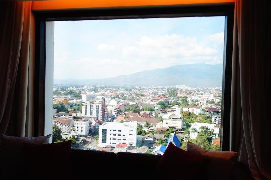 Le Meridien Chiang Mai : window view of mountain on 15th floor
