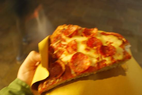 L' Angolo Della Pizza: Pizza que não sei o nome, mas tinha uns salaminhos apimentados