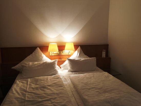 Rinteln, Tyskland: Bett im Doppelzimmer